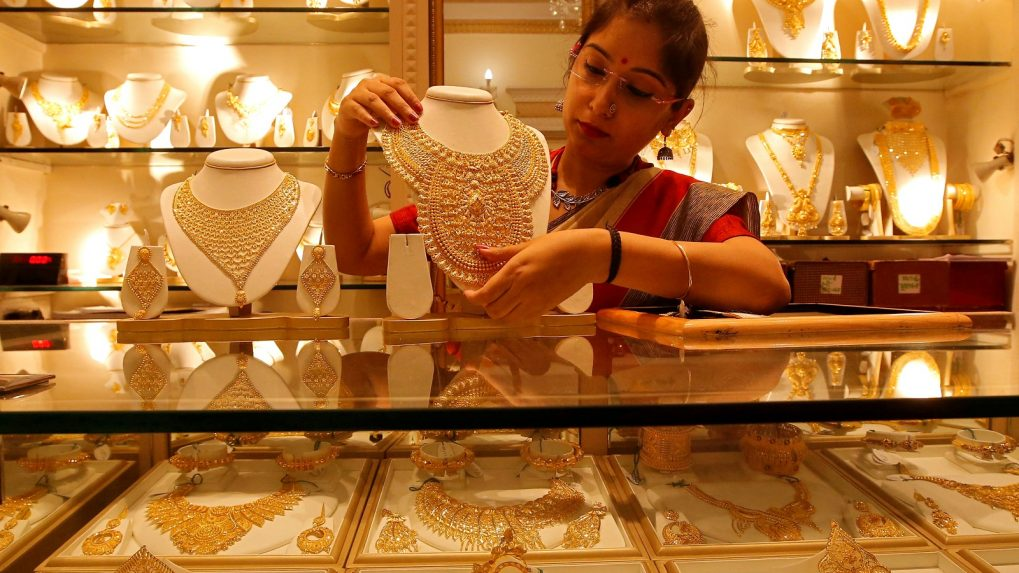 Gold jewellery demand may fall 6-8 percent in FY20
