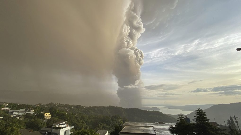 In Pictures: Ash billows from Philippine volcanic eruption